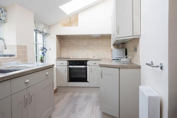 Kitchen and bathroom fitting Bromley and Lewisham. Pinder Building Contractors fitted kitchen.